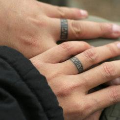 【医師が教える】意外!指に入れている刺青にはこんな意味がある